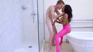 BigWetButts: Bald Kiki Minaj goes in for masturbating
