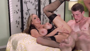 MILFs Like It Big: Police officer Julia Ann fingering
