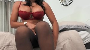 Brazzers Exxtra: Muscled Halle Hayes pussy fuck feet teasing