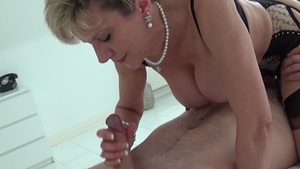 Lady Sonia - British mature really likes sex wearing mask